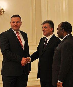 Karmod prezident sarayına dəvət aldı